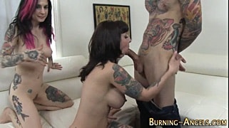 Tattoo threesome with so fucking hot MILFs and one guy