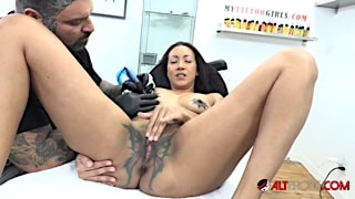 Latina slut with phat pussy Sindy Ink horny tattoo session